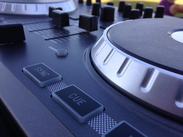 Wedding DJ,