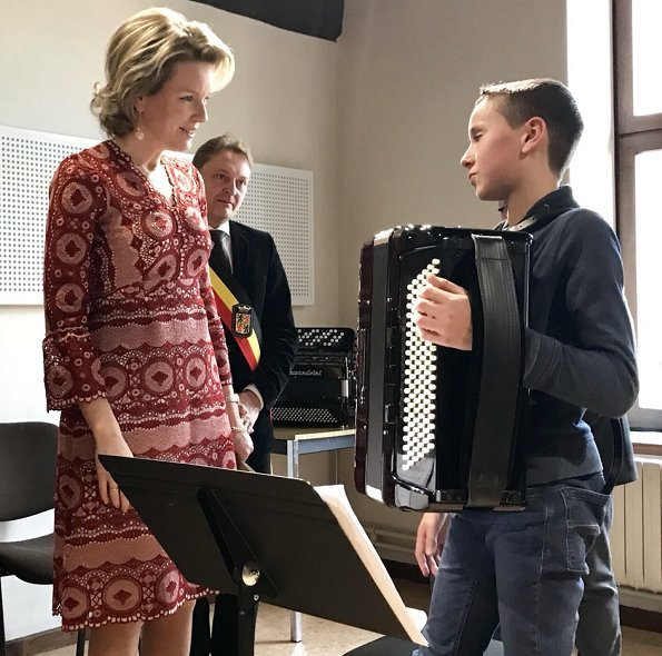 Queen Mathilde visited the Arts school (l'Ecole supérieure des Arts) in Mons. Indian Fashion Designer Anita Dongre