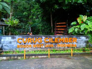 Bogor tur yang indah dan sama-sama menarik untuk dikunjungi adalah Cilember air terjun yang mempunyai tujuh air terjun di tempat yang berbeda, dan air terjun tertinggi adalah 40 meter