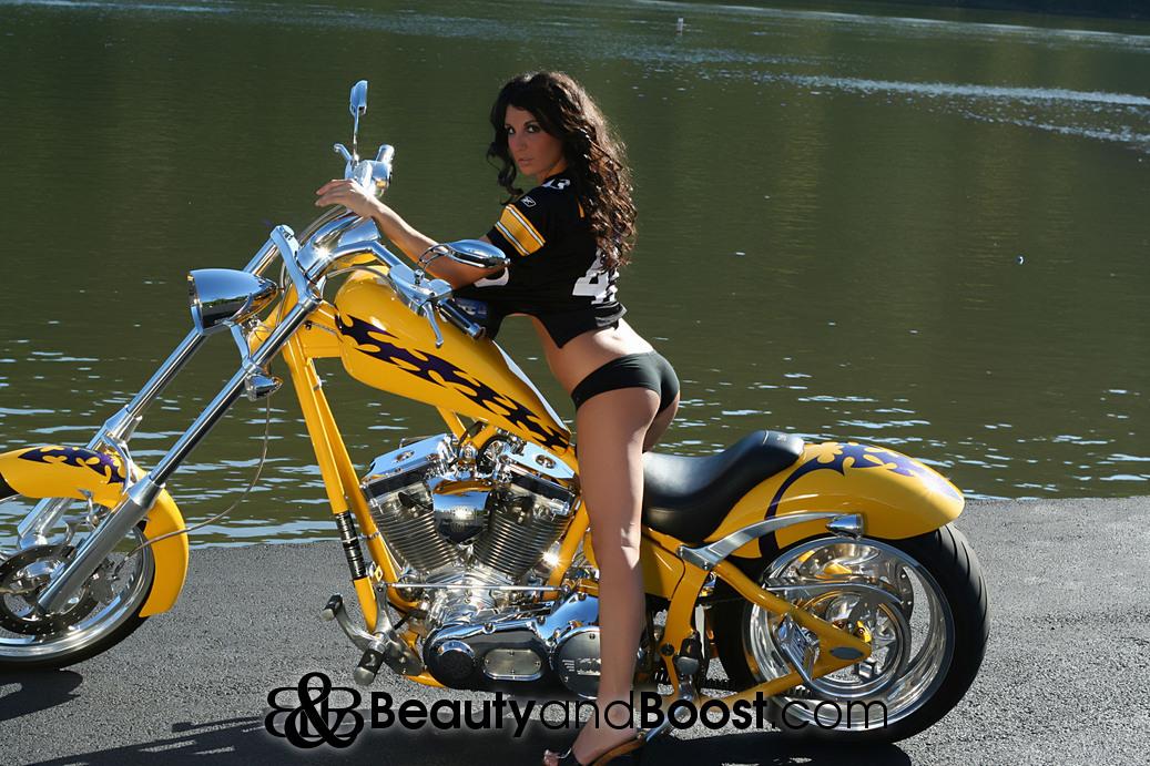 I Am A Simple Girl Wallpaper Sexiest Girl Ever American Chopper Beauty