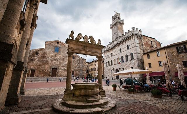 Poço Medieval localizado na Piazza Grande
