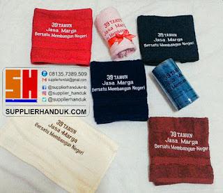 pita kain satin pada souvenir handuk wajah