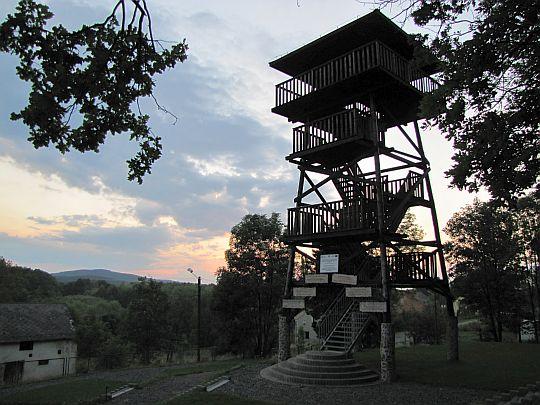 Wieża widokowa w Wieszczynie.