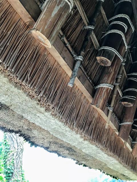 茅葺の屋根のドアップ画像