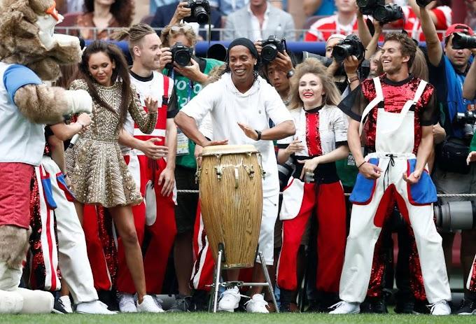 Ronaldinho Gaúcho participa de festa de encerramento da Copa