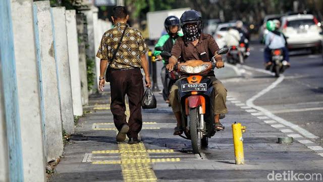 Polri Minta Agar Pemotor Tidak Masuk ke Jalur Trotoar: Hormatilah Pejalan Kaki