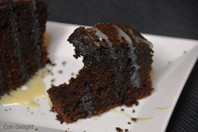 עוגת שוקולד עם רוטב שוקולד chocolate cake with chocolate sauce