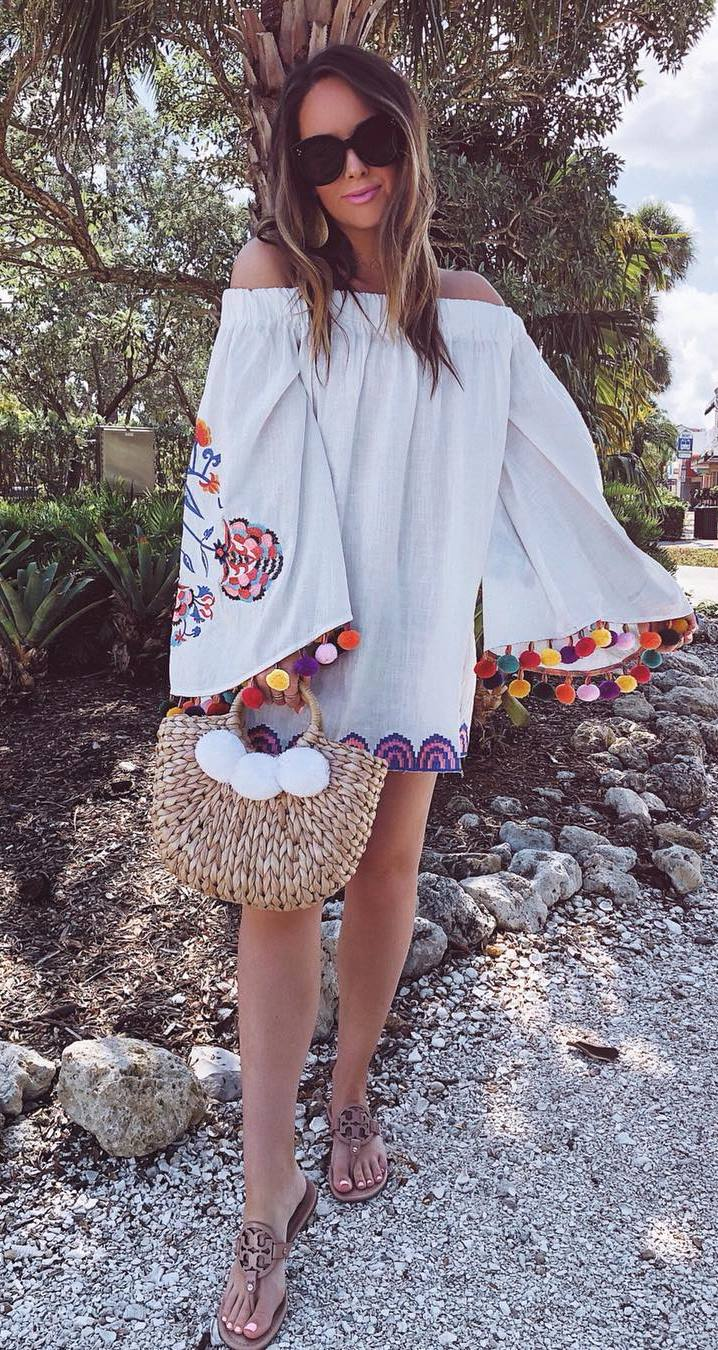 amazing summer outfit_embroidered dress + bag + slides