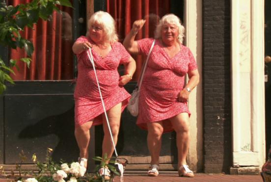 Martine and Louise Fokkens mencatatkan rekor sebagai pelacur kembar tertua di dunia
