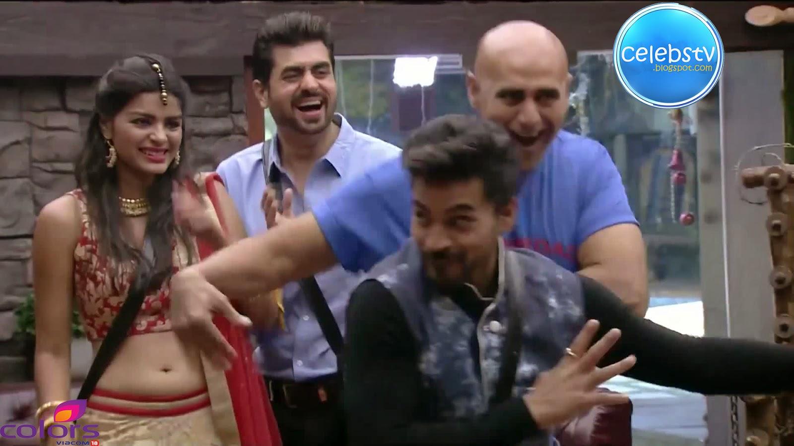 Sonali Raut Hot Navel Show In Bigg Boss 8 - Sexy Celebs World-8834