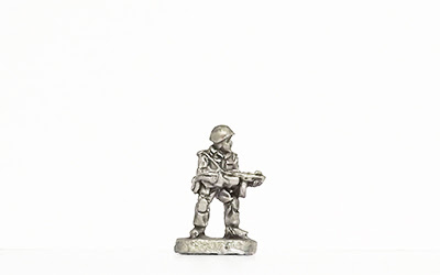 KNK5   Standing, helmet, firing PPSh M1941 SMG