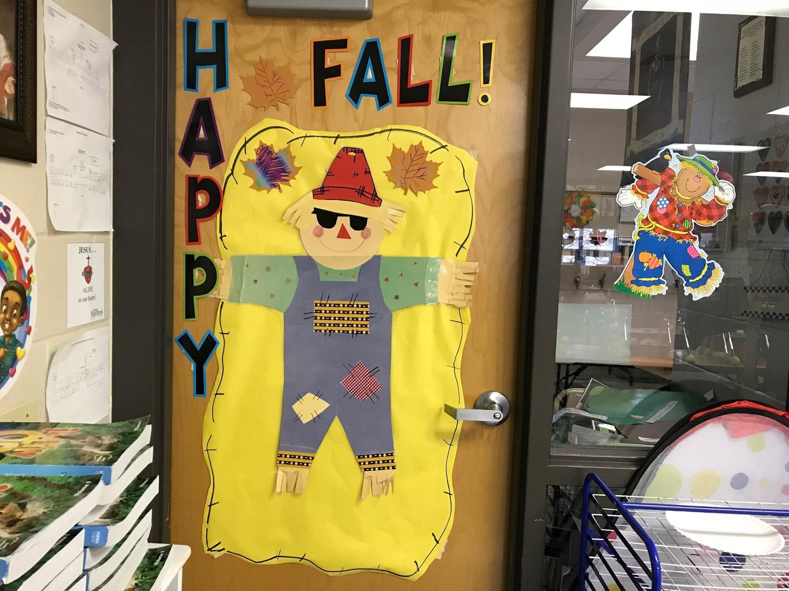 Scarecrow Bulletin board Door Decoration | Love Those Kinders
