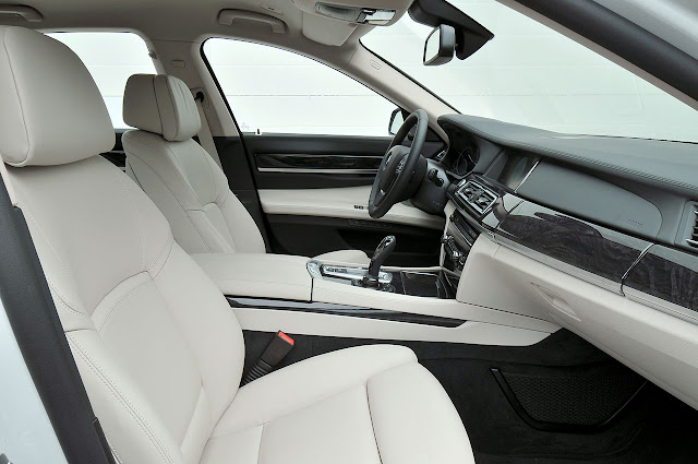 The new BMW 7 Series interior side