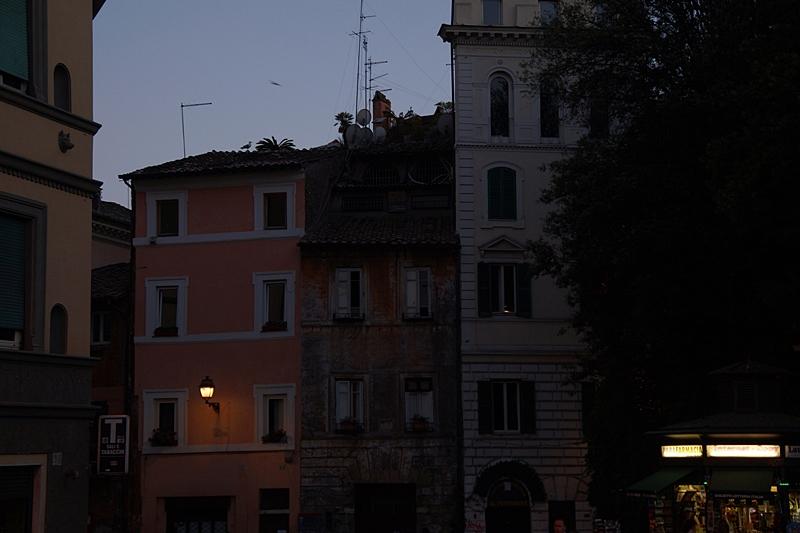 Sommerabend in Rom Piazzo Nacht Straßen Fassaden