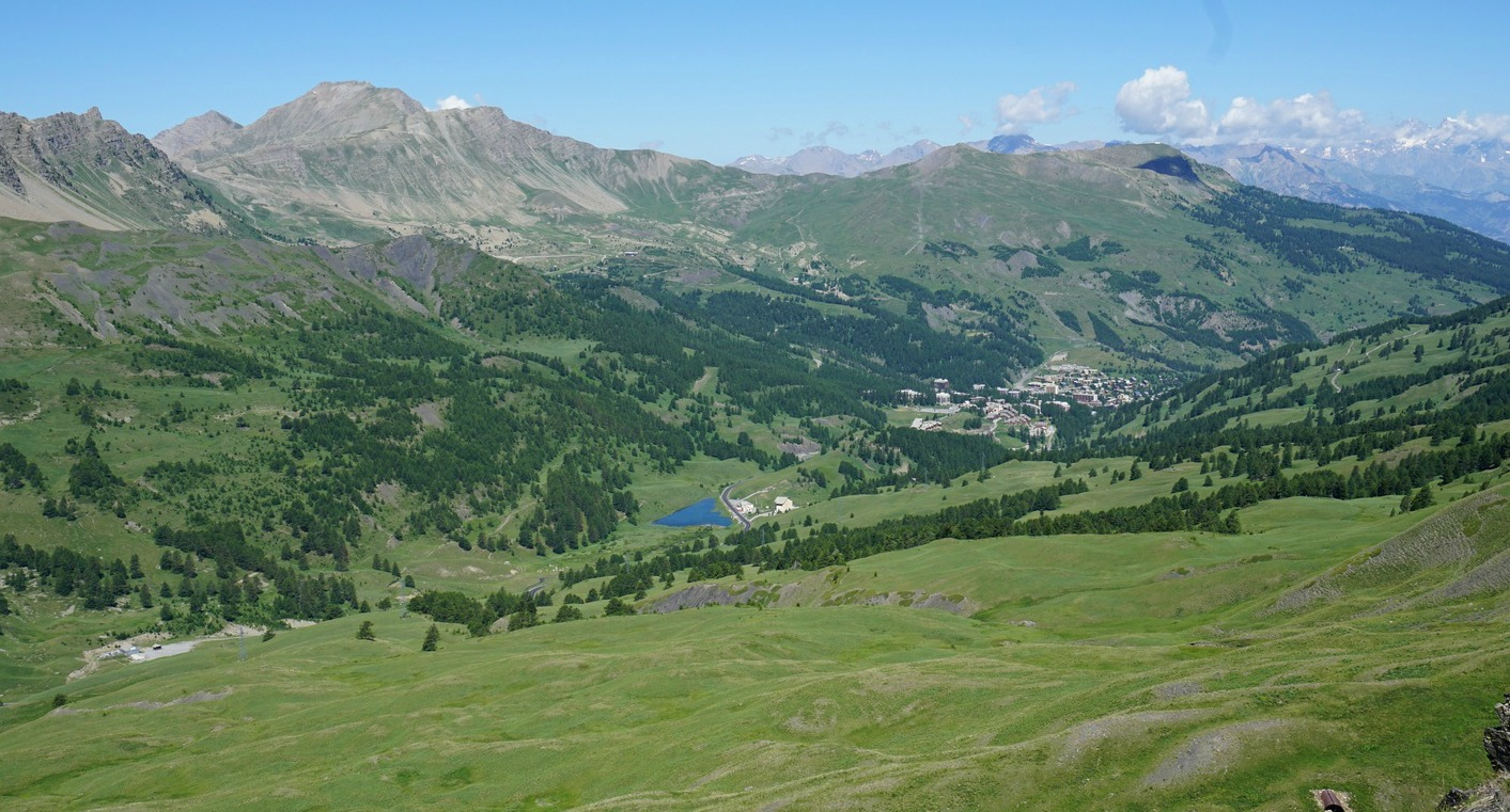 The Vars Valley seen from the trail to Paneyron
