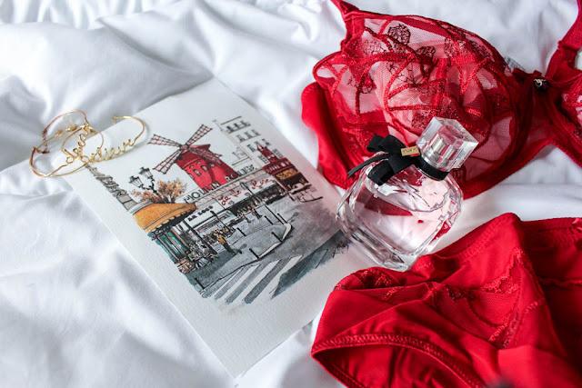photo ensemble lingerie rouge
