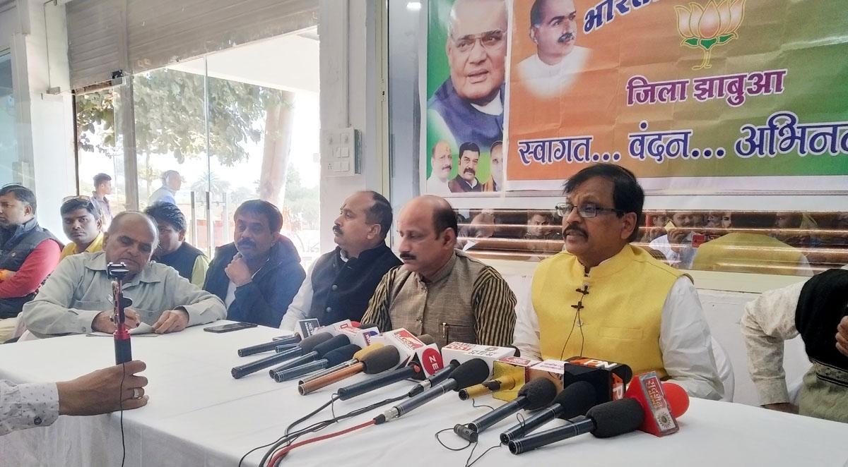 Jhabua News- प्रदेश मे इमरजेंसी जैेसे हालात पैेदा कर दिये प्रदेश सरकार ने- सांसद गुमानसिंह डामोर
