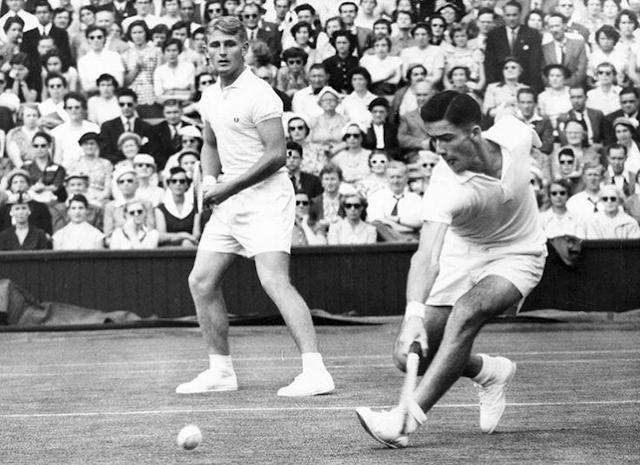 Lew Hoad y Ken Rosewall compitiendo en Wimbledon en la década de 1950