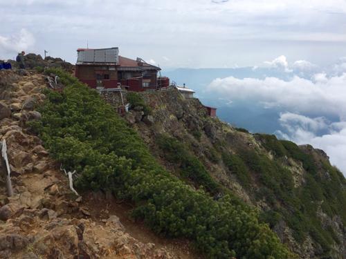 山頂から赤岳頂上山荘方面