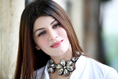 Beautiful looking Bollywood Actress Kainaat Arora HD Wallpapers images in High resolution. Latest photo shoot images of Famous Indian Celebrity Kainaat Arora in high Quality