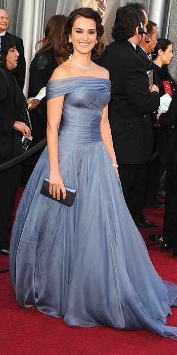 7209760ea1 Fashion Assistance  Oscars 2012. Red Carpet. Penélope Cruz
