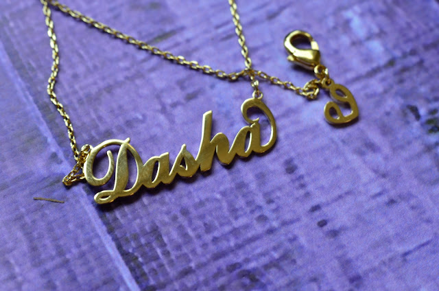 "Soufeel Gold ""Carrie"" Style Name Necklace #soufeel #soufeeljewelry #soufeelnamenecklace #soufeelgals цепочка с именем как у Керри  колье Керри, цепочка из сериала секс и город"