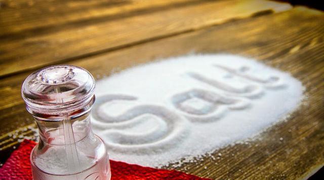 Garam Bikin Orang Minum Lebih Sedikit dan Makan Lebih Banyak