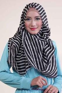 Shafeeya Kerudung Rawis Motif Jehan - Black