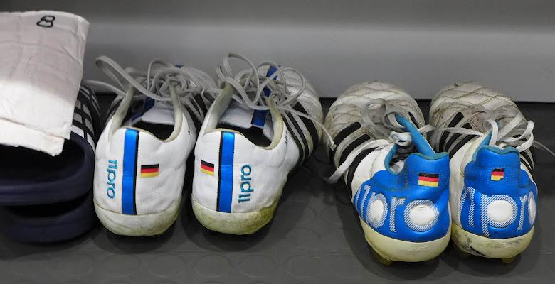 reputable site 4795f 201fa Näherer Blick   Toni Kroos spezifische abgenutzte Adidas Adipure 11pro  Fußballschuhe