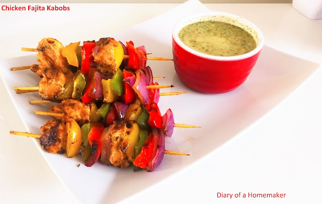 chicken-fajita-kabobs-appetiser-main-course-mexican-skweres-onions-garlic-bell-peppers-oregano-party-food-bake-grill-cook