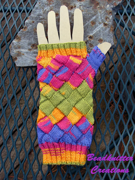 Bead Knitter Gallery One Hand Down