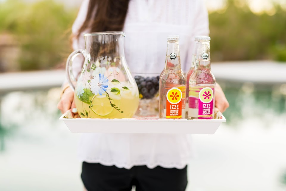 fresh lemonade recipe, izze sparkling water review, lds food blogger, pool party idea, outside summer party drink ideas