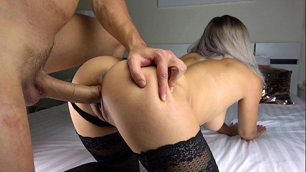 Sexo gostoso pegando a loira deliciosa de quatro