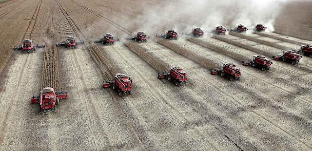 Maior fábrica das colheitadeiras da Argentina risca a falência por maus negócios com a Venezuela.