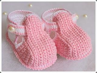 Tığ işi Bebek Patik Modelleri 1