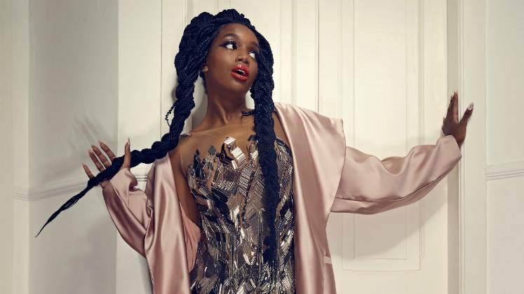"""Ela começou fazendo covers de Rihanna e Beyoncé pela internet e, amanhã, lançará seu primeiro clipe: """"Quem Sabe Sou Eu""""."""