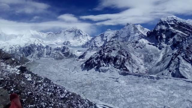 il Ngozumba Glacier visto dal gokyo ri