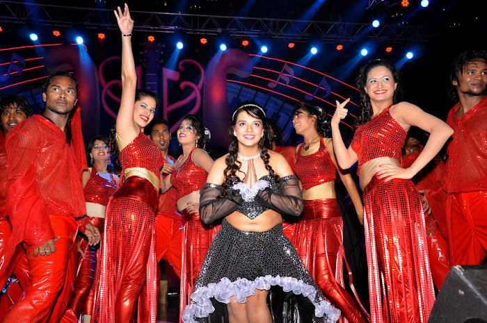 saloni test dance at maa music awards 2012 hot images