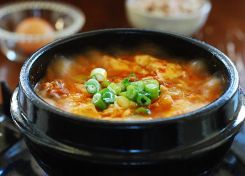 Cách làm món canh kim chi Hàn Quốc
