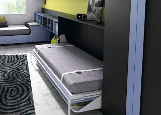 cama plegable con mesa de estudio abierta