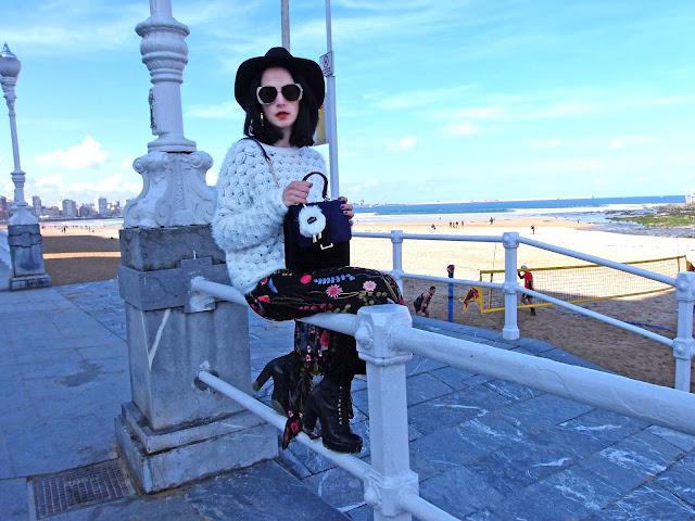 fashion, moda, look, outfit, blog, blogger, walking, penny, lane, streetstyle, style, estilo, trendy, rock, boho, chic, cool, casual, ropa, cloth, garment, inspiration, fashionblogger, art, photo, photograph, Avilés, asturias, flower, embroidered, zara, HyM,