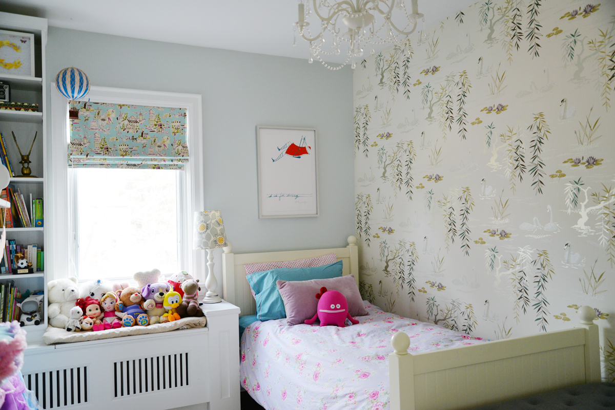nina campbell swan lake wallpaper, girls bedroom with wallpaper, light aqua and white bedroom