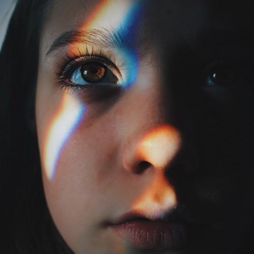 صور عيون بنات ملونة