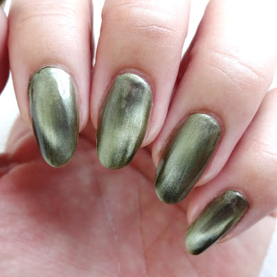 Green Magnetic Nails