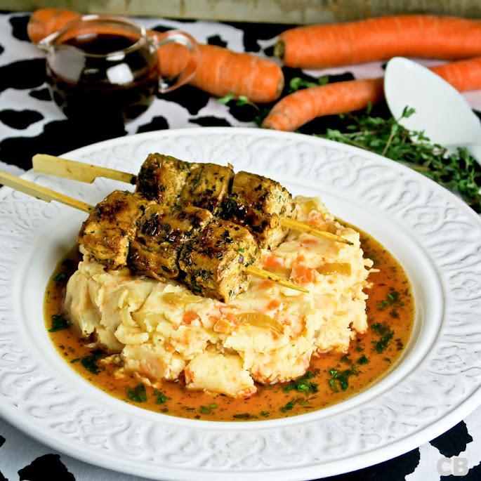 Recept Hutspot anders: met kruidige varkenshaasspiesjes en pikante jus
