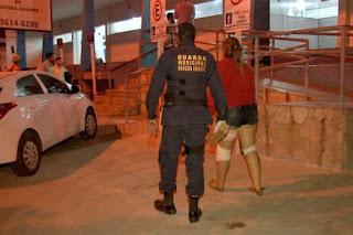 Mulher é socorrida após acidente, mas acaba presa pela Guarda Municipal de Várzea Grande (MT)