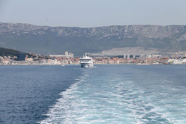 lautalla Jadrolinija saarelle Split Kroatia