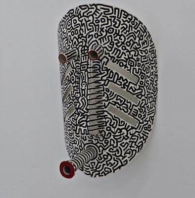 Avignon   fondation Lambert : Keith Harring Masque noir et blanc