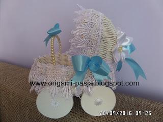 Wózeczek z okazji chrztu świętego - z rattanu.