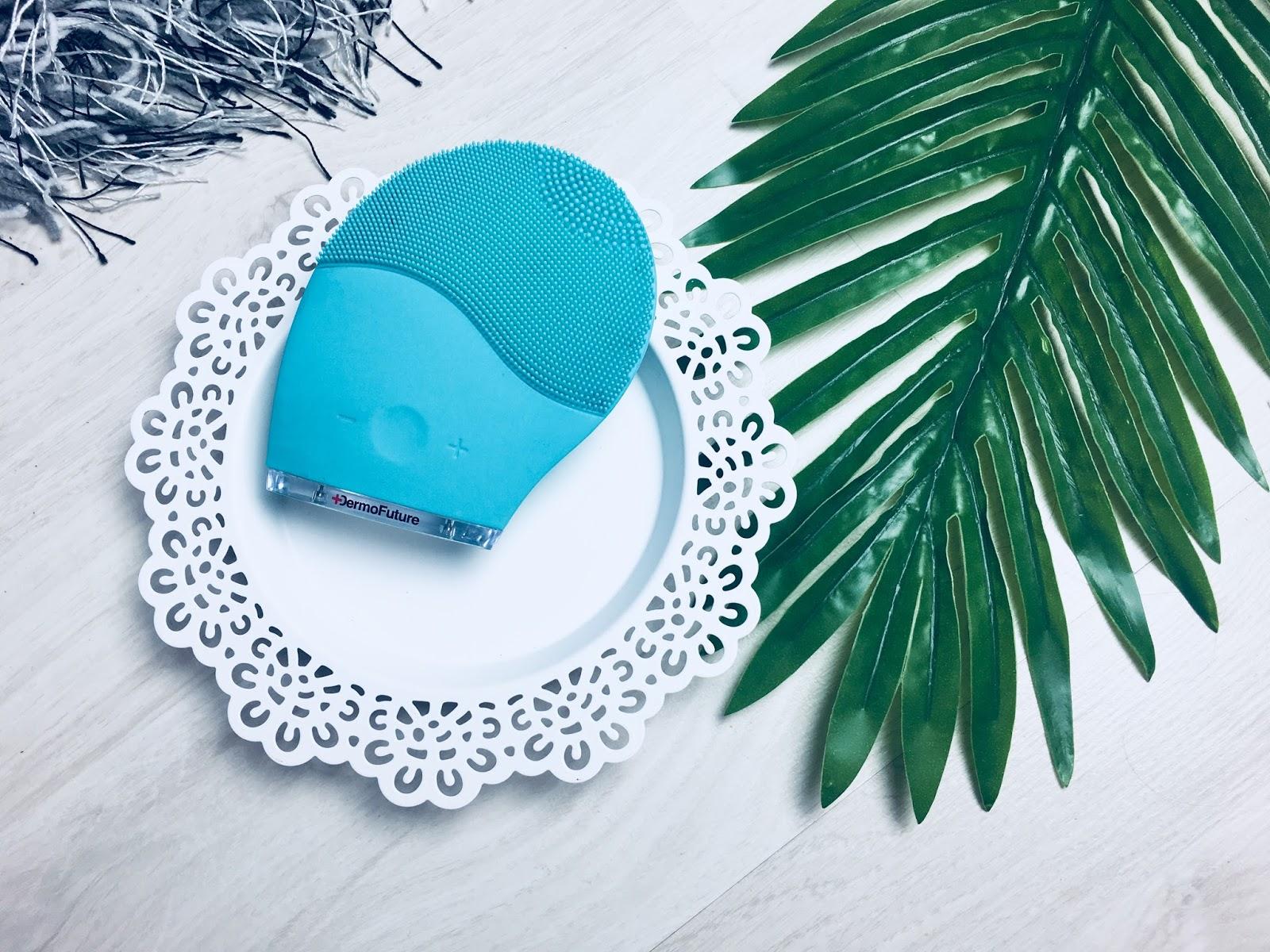 DermoFuture - soniczna szczoteczka    Czy warto zainwestować w urządzenie do oczyszczania twarzy?